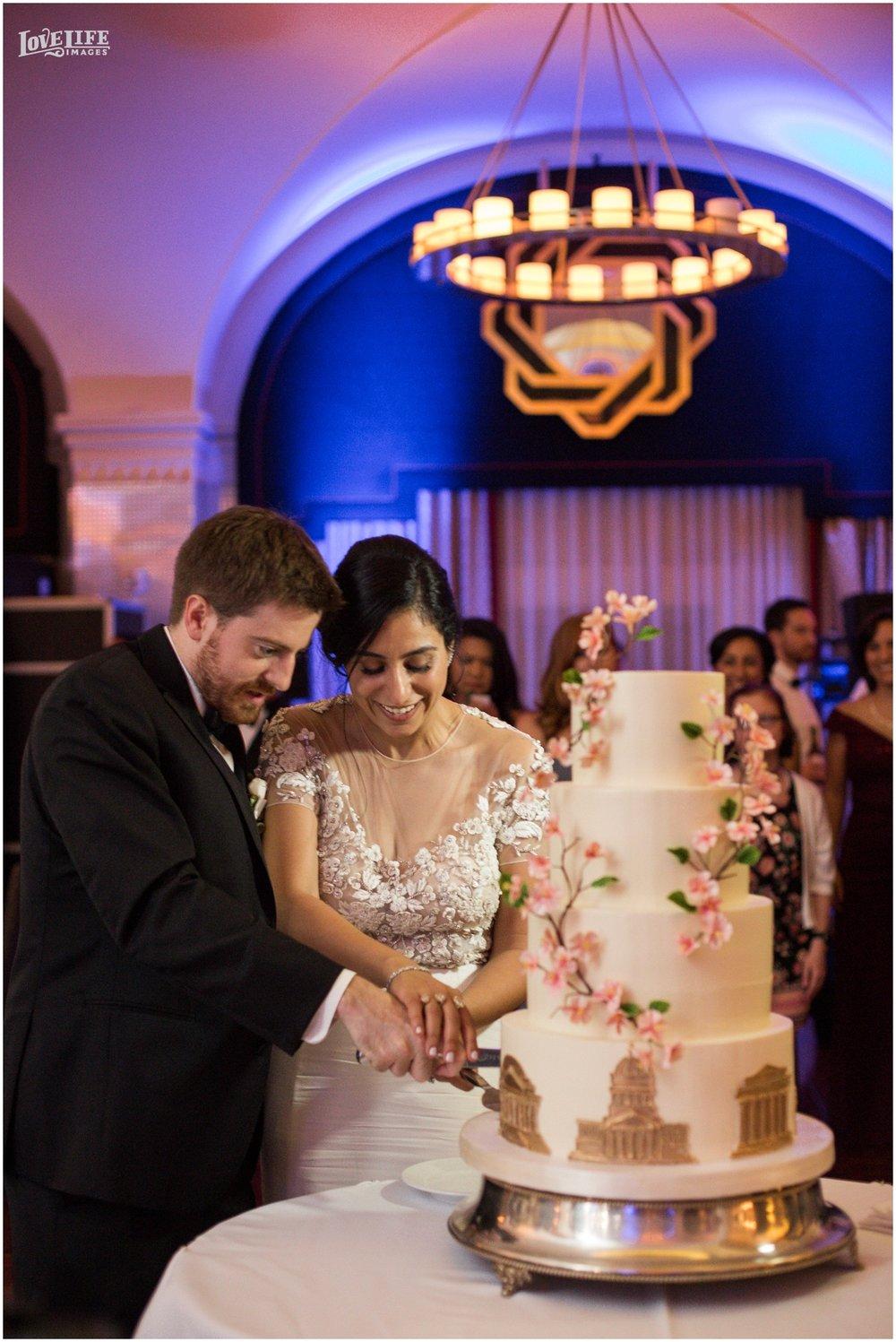 Hotel Monaco DC Wedding cake cutting.jpg