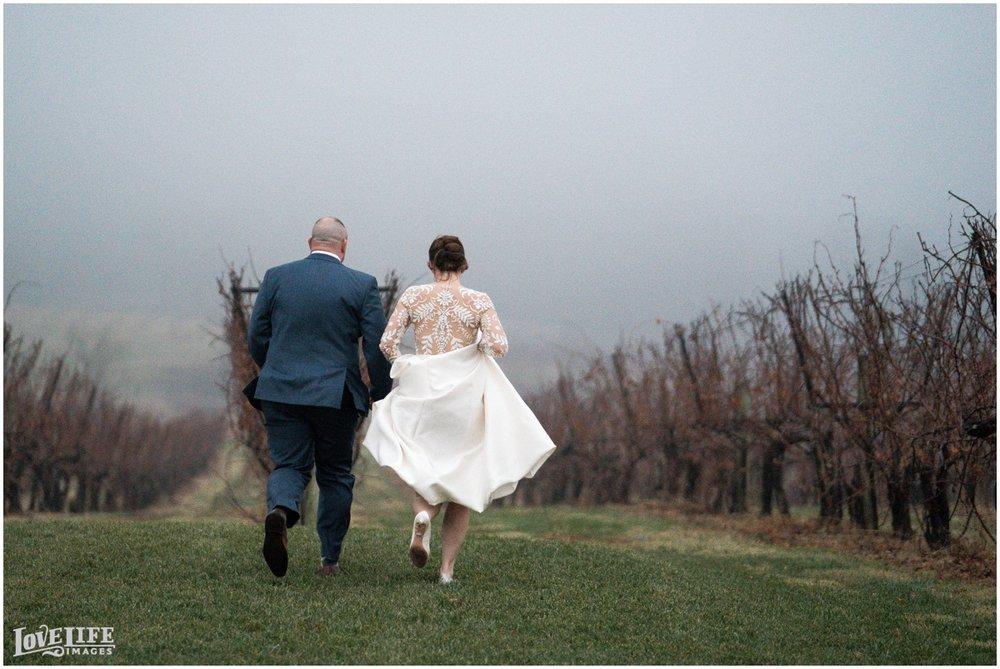 Breaux Vineyards VA Wedding_0009.jpg