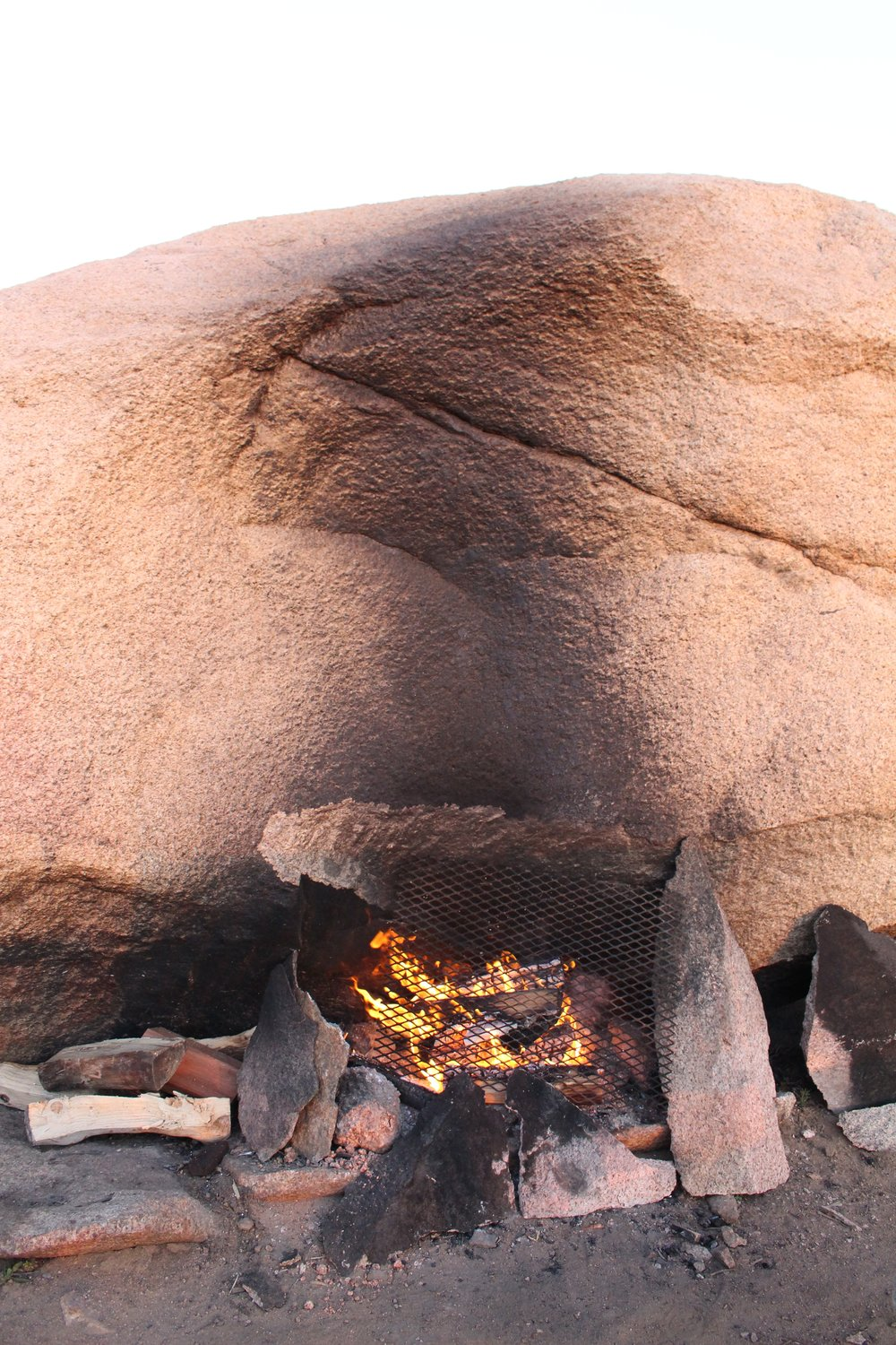 Natural_Outdoor_Fireplace
