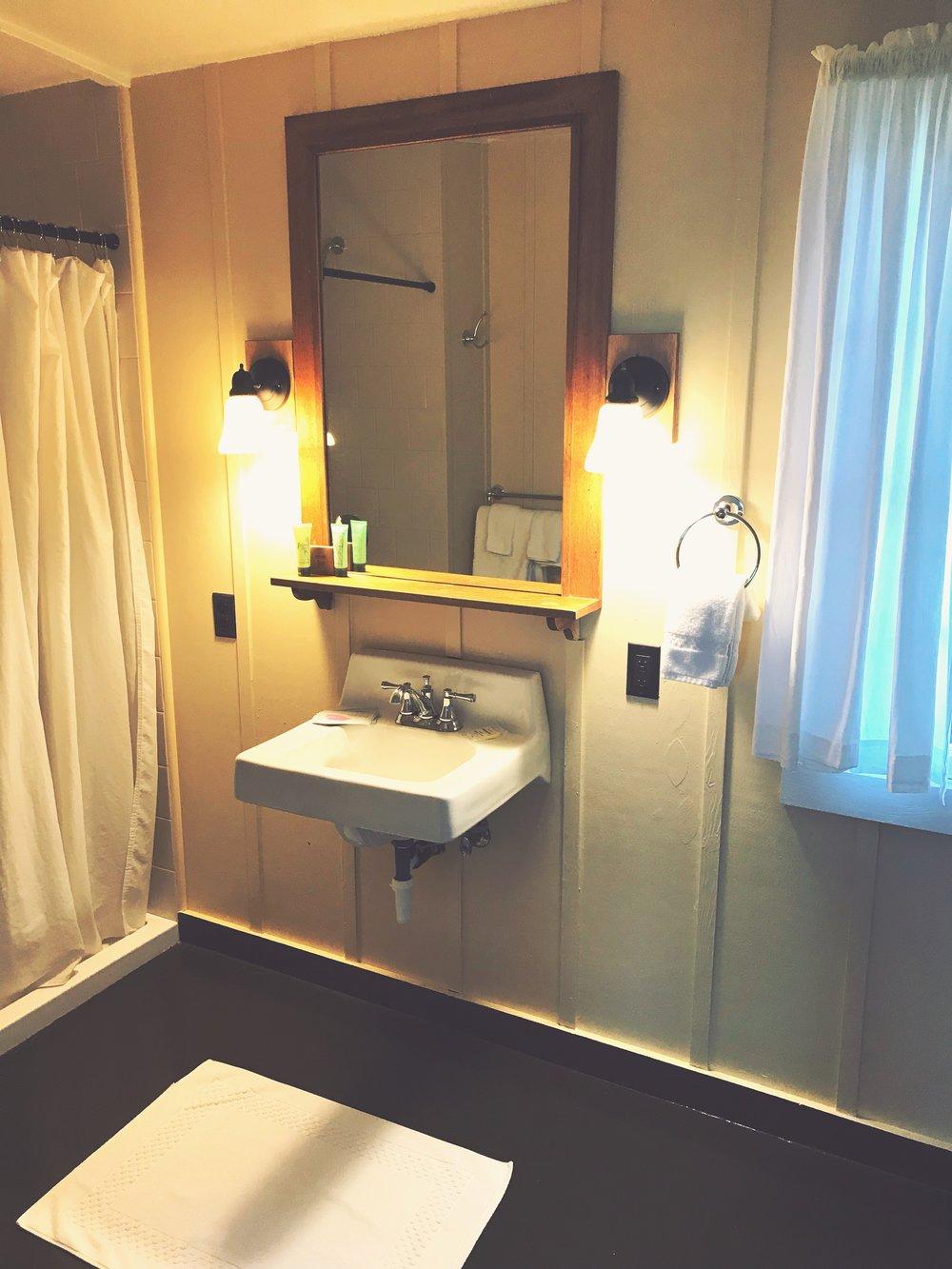 Waimea_Plantation_Cottages_Bathroom