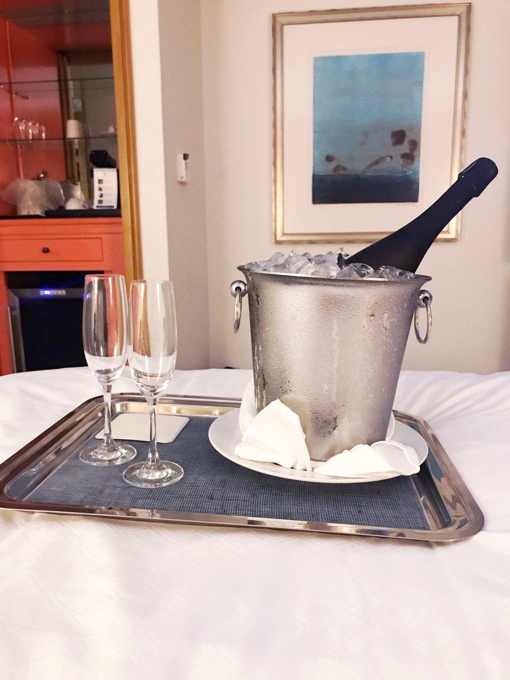 Honeymoon_Champagne