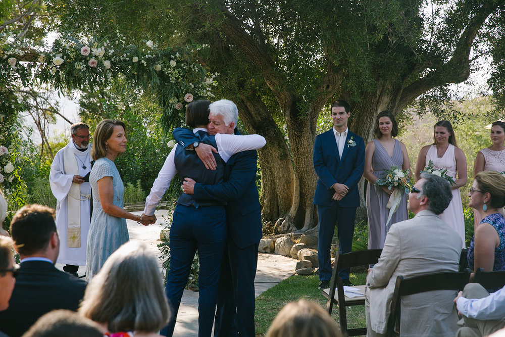 Hugging_Parents_Wedding_Aisle