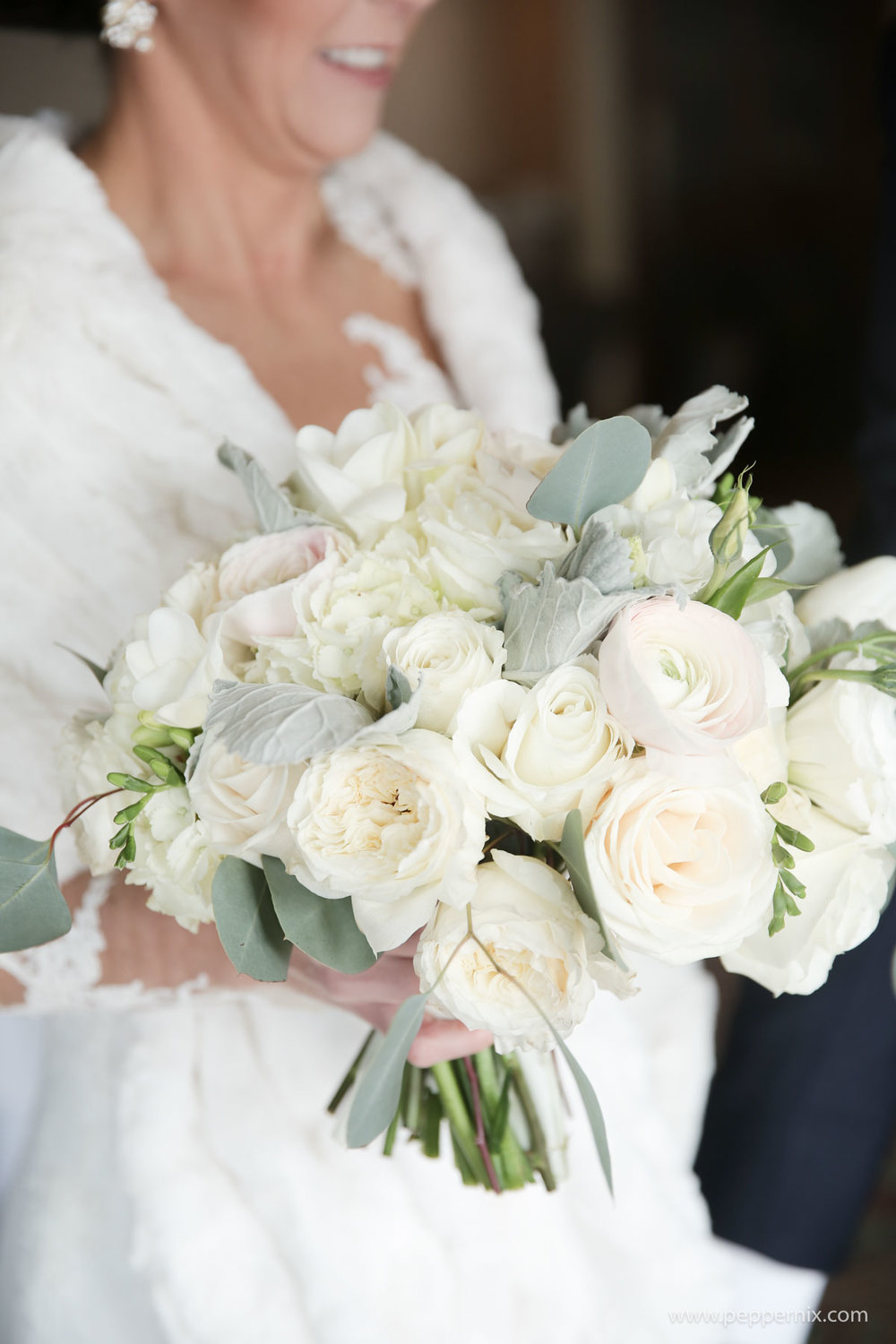 Photo: Pepper Nix Photography  Florist: Artisan Bloom