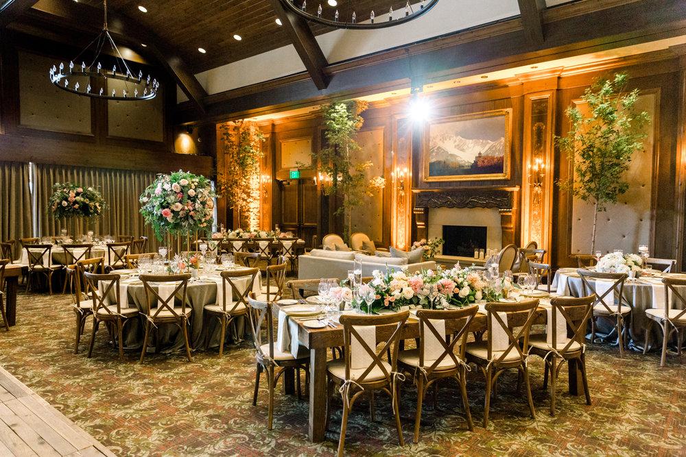 Photo: Carla Boecklin  Florist: Decoration Inc.  Planning: Bluebird Event Destination Management