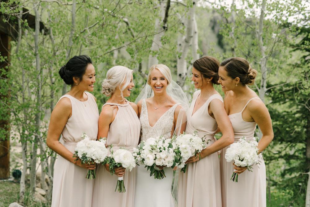 Photo: Ashlee Brooke Photography  Florist: Mayflowers Floral Design
