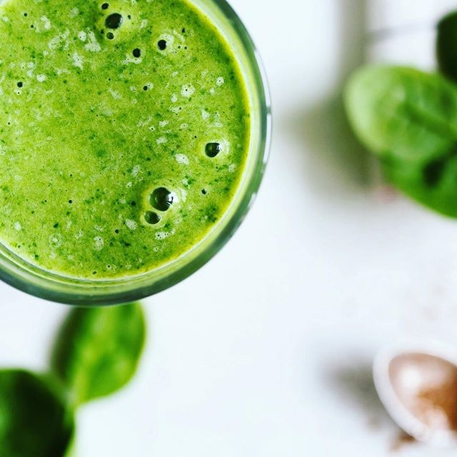 If you are all about green today, here is one of my favourite smoothies packed with antioxidants and phytonutrients. . ✅ 2 cups of spinach ✅ 1 cup of mango ✅ 1/2 small avocado ✅ cilantro (optional) ✅ 1 cup of coconut milk (almond milk is ok or plain water) . . Spinach: This power house leafy green has an abundant of phytonutrients, potassium, magnesium, iron, calcium, and zinc. It's a source of vitamin A, B6, C, K, folate, niacin, riboflavin. It's great for eye health (dry and itching eyes), improving cognitive function, blood pressure disorders, bone mineralization and aids reducing inflammation. . . Mangoes are high in vitamin C which helps immunity, growth and repair processes, vitamin A, B6, B5, E and folate. Mangoes are great for digestion, IBS, skin health and metabolic diseases among other due to their high vitamin and mineral content specially potassium, magnesium and copper. They also contain an abundant of polyphenols (plant compounds that are antioxidants) such as mangiferin, quercetin and astragalin that help in many degenerative diseases. . . Avocados: These fruits full of monounsaturated fats are a great source of potassium, fibre, vitamins K, A, C, E, B6, D, niacin, thiamin, potassium, iron, magnesium, calcium, manganese, phosphorus and zinc. They improve heart health, digestion, liver health and help maintain a healthy weight. . . What is your favourite green smoothie?