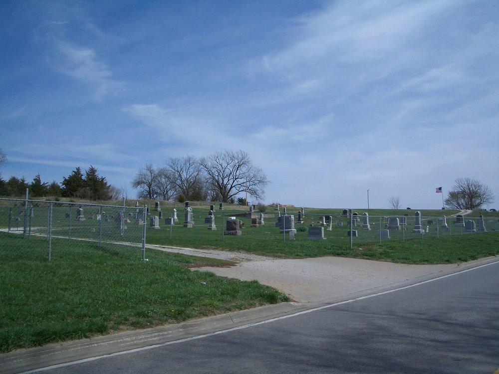 1280px-Stull_ks_cemetery.jpg