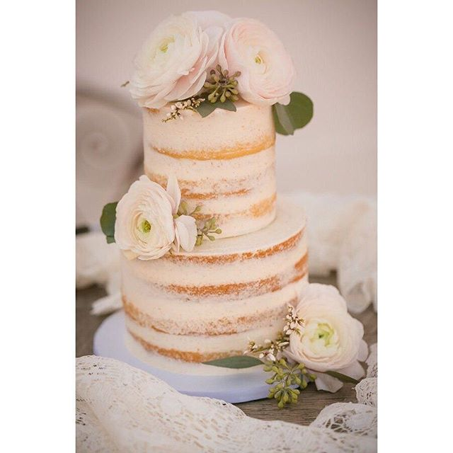 Beauty is in the details 💞  Here are some more photos from the Style photo shoot! A huge THANK YOU to @wildblossomsstudio and @sweetibakery for designing in this beautiful wedding cake.  Seriously, how gorgeous is this cake?! Photography: @erinnicolephotography Planning:@mountainsideevents  Venue: @ristcanyoninn Florals: @wildblossomsstudio Catering:@juliyjuanmx  Cake:@sweetibakery  Furniture rentals: @wallflower_rentals_decor Rentals: @flexxproductions  Stationary: @theprintcafefoco Dresses: @encorebridalfortcollins Hair: @beautybybriannajoy  Makeup: @rebeckabeauty Models: @tylerma11, @hannah_elle  #wedding #colorado #winterwedding #coloradowedding #mountainsideevents #loveislove #samesexwedding #twobrides #brides #weddingdresses #thatsdarling #ristcanyoninn #trianglearch #flowers #outdoorwedding #mountainwedding #coloradoweddingphotographer #coloradoweddingvenue #shesaidyes #ido #fortcollins #fortcollinswedding #weddingplanner #coloradoweddingplanner #justengaged #weddingdiy #ristcanyoninn #weddinginpiration #lgbtwedding #lgbt