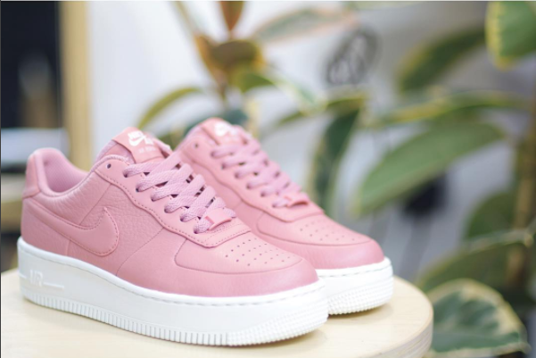 Followers: 11k  Posts: 1,278  (  Buy Pictured Sneaker Here  )  Pam Pam knows what us girls want. Their professional photos and clean aesthetics make me find myself lost deep on their page.