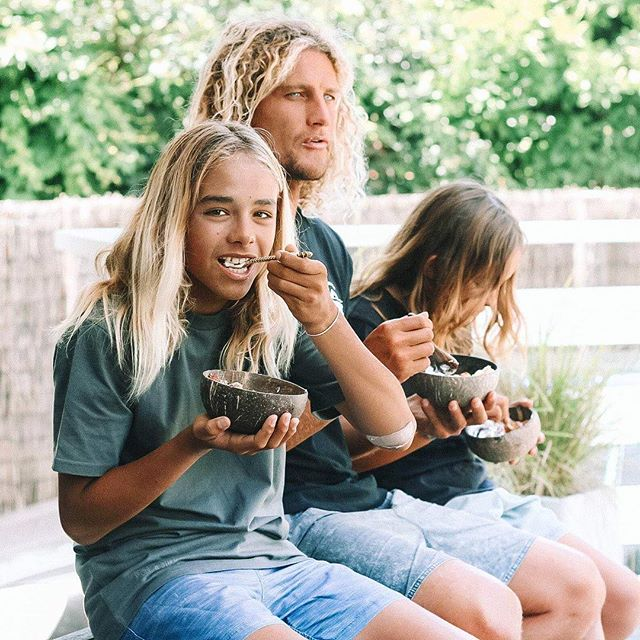Eating more fruit in our @coconutbowls always makes plants more fun! 🌴🌴🌴 Day Three of our Challenge and to be in to win a jumbo sized Coconut Bowl, Spoon, Fork and Knife AND an @biologiserum remember to tag #rawandfreehealthkick in your healthy eating pics and stories - I'll be choosing the first winner on Sunday this week! ✌🏾