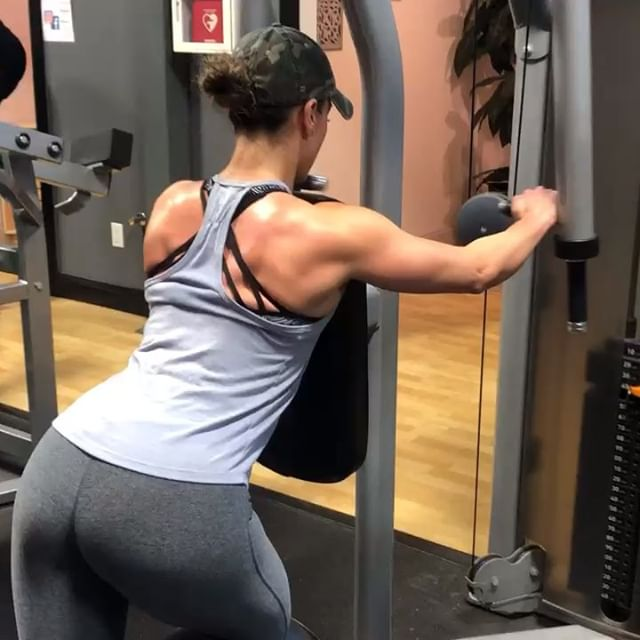 It's been months since I've posted a #fitvid... Admittedly I had fallen into a rut and became unenthused about the gym.  It's okay to fall off the wagon- sometimes you just need a break. What matters is that you get back up and get going again- and that you come back refreshed, focused and determined.  #shoulders are currently my favorite body part to train. What is yours?Comment below!  #fitness #gym #girlswholift #weighttraining #upperbody #workout #healthy #lifestyle