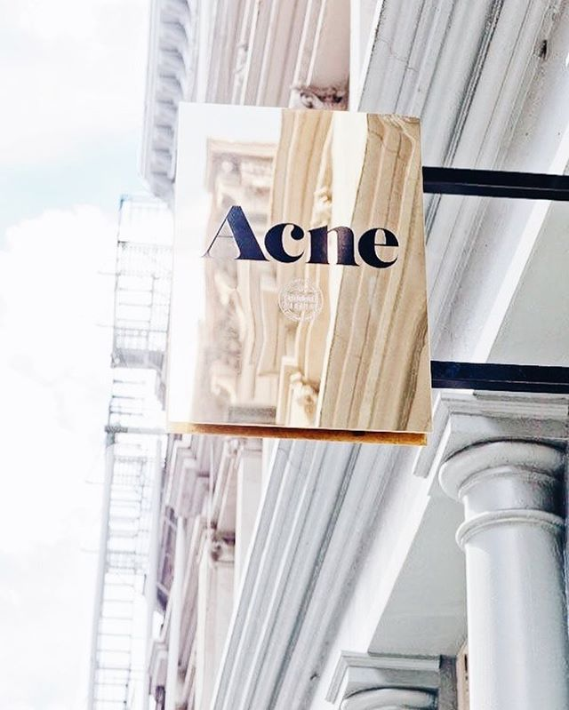 Your brand message starts before the customer even walks into your store! @acnestudios nailing it as per usual 🙌🏼 #ebtdesigncrush