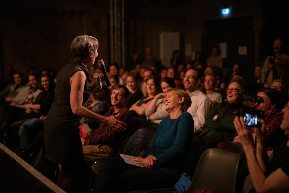 Show host Dyane Neiman at the Gravity Show; Kulturbrauerei, Berlin; Photo: Felix LImmer.