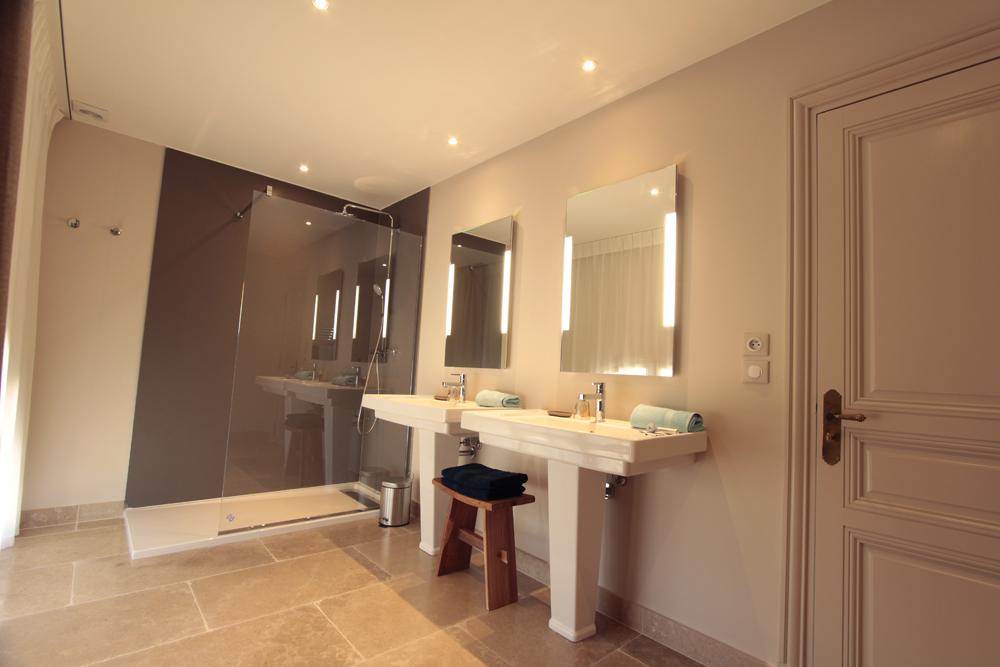 Salle de bain chambre 3 haut.jpg