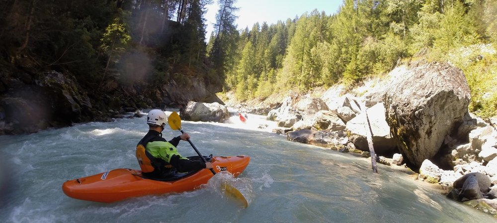 Kayaking-Courses-Switzerland.jpg