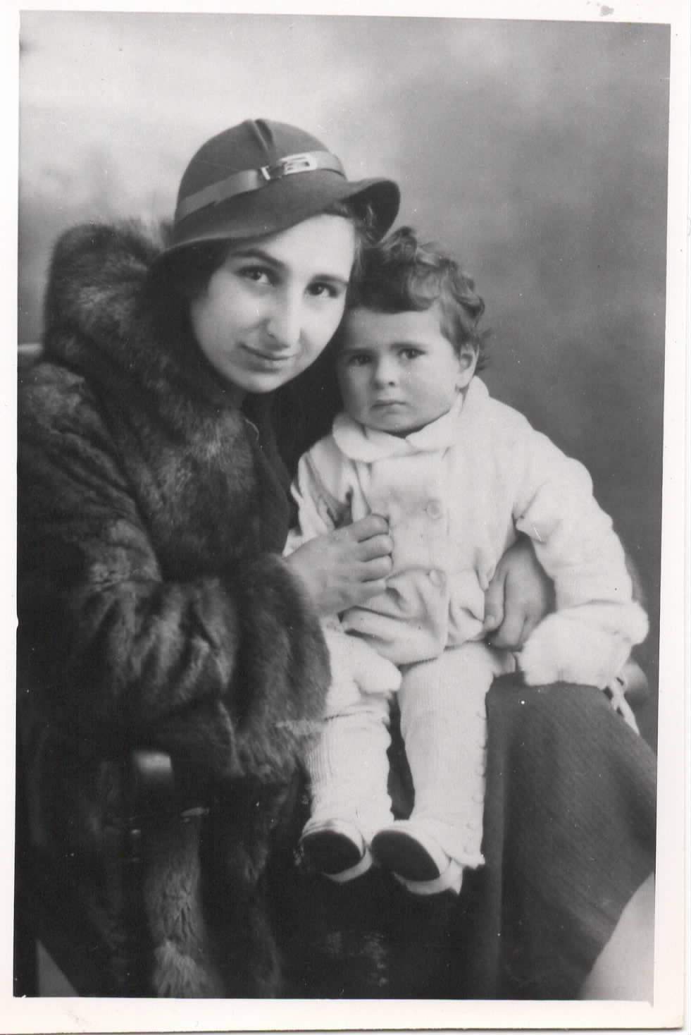 Eva in 1943 with her daughter, Sara's Aunt