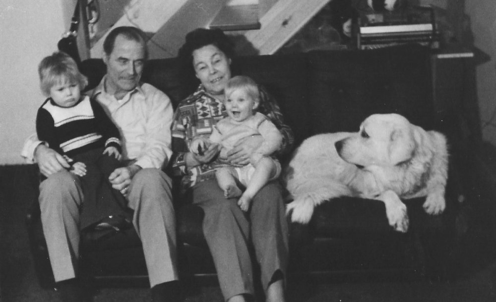 Scott, Florence's husband Ernest, Florence, Scott's sister Kellie and Sheba the dog