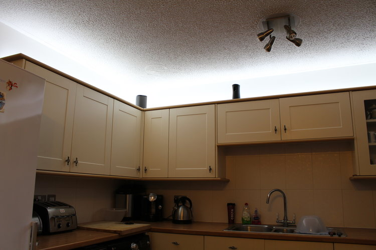 The light output is excellent and gives good illumination above the cabinets and out into the room the leds themselves are quite dazzling to look at