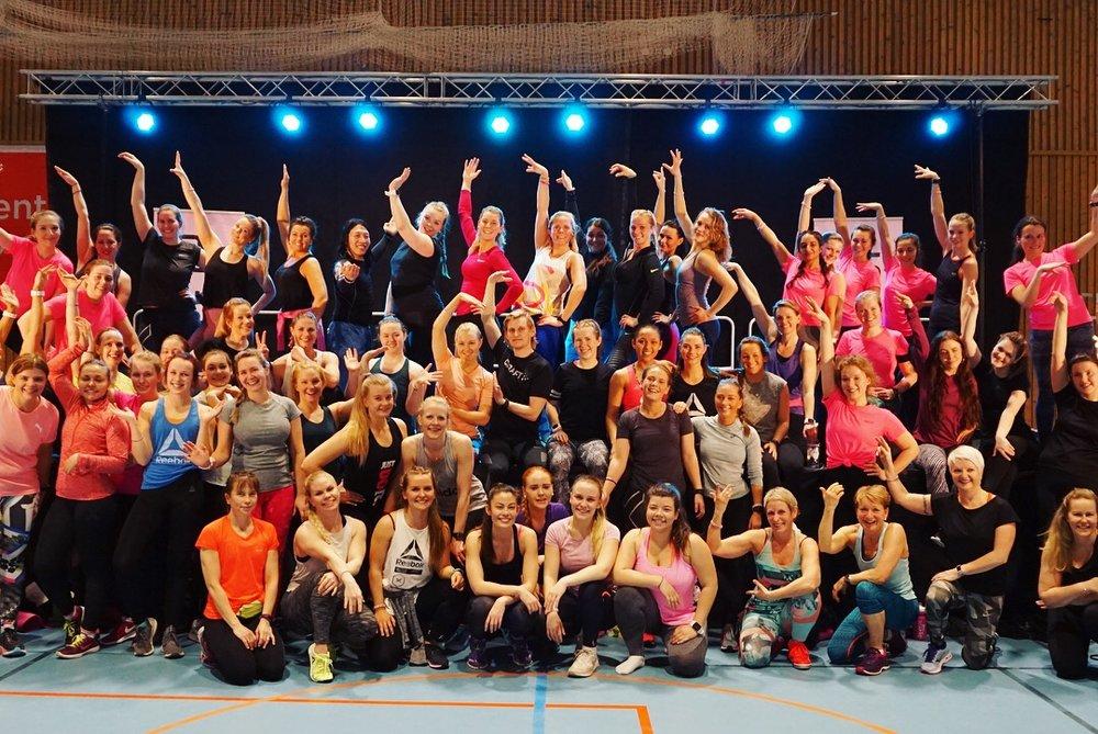 Her er et lite knippe av alle de fantastiske danserne som var med å rocke gulvet på timen min Dance Up!