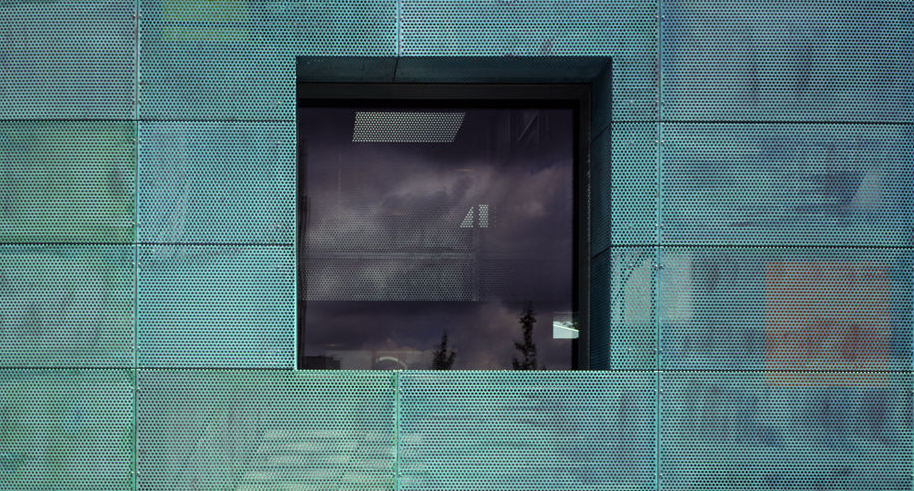 Sarphatistraat Offices by Steven Holl | Paul Warchol