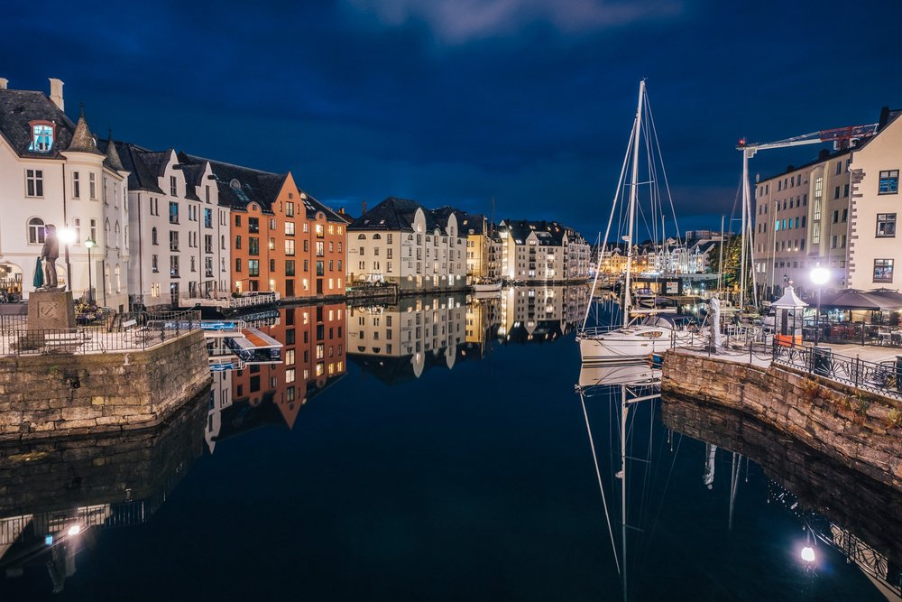 Port of Ålesund photographed at night |  Jakub Fišer