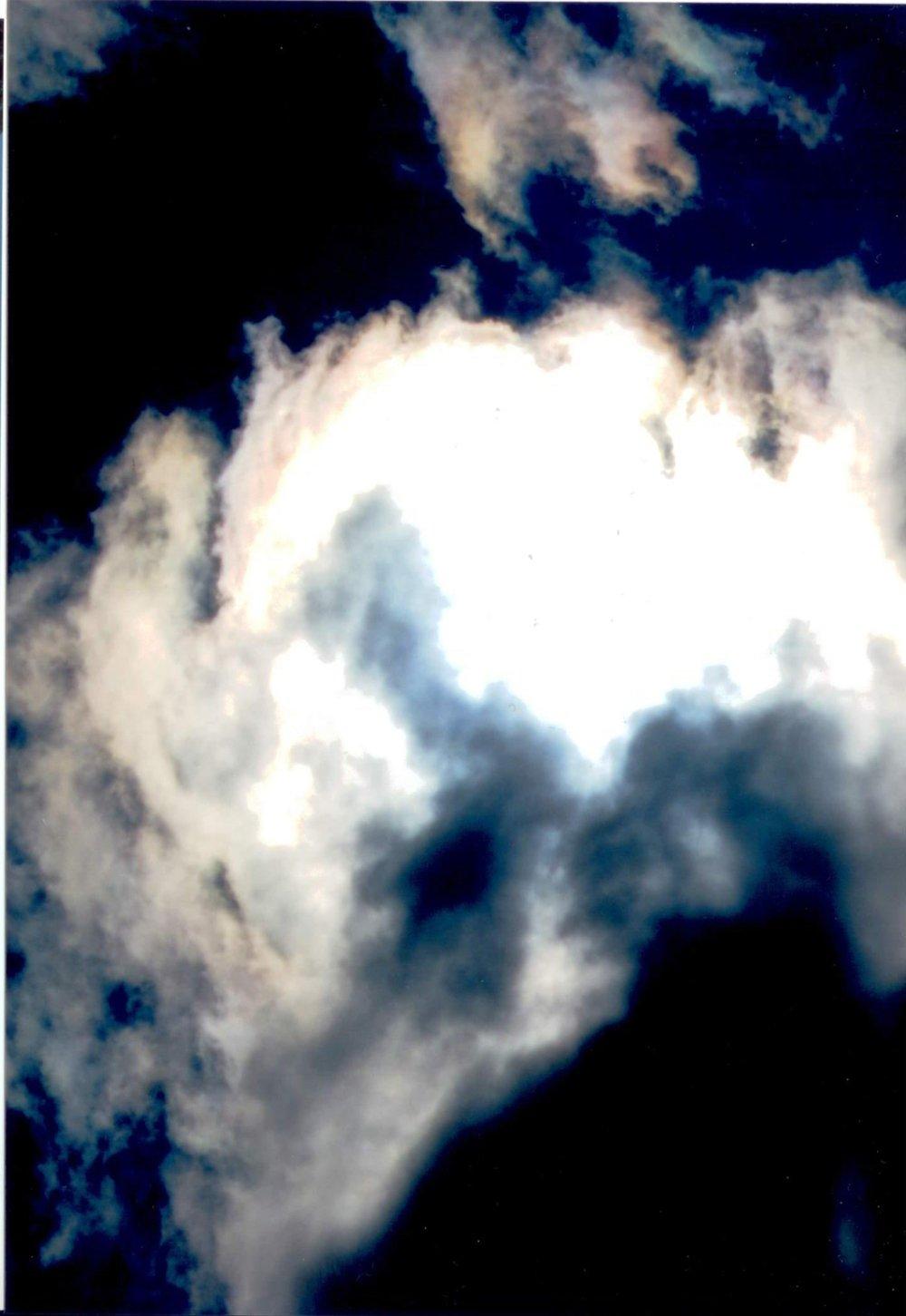 Qui in questa foto ci sono spiriti che metto il disturbo matrimonale con gelosie sataniche separano il matrimonio. Questo è il lavoro sataniche di oggi fanno perdere l'amore uno con altro e rimangono a piangere famiglie intere senza che nessuno si accorge il male da dove viene.
