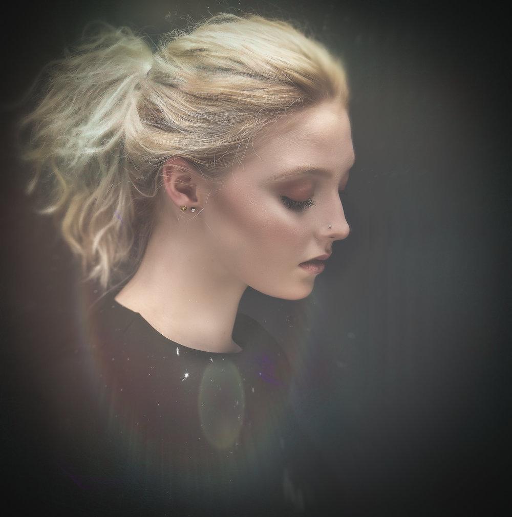 Model Ella Cornwall
