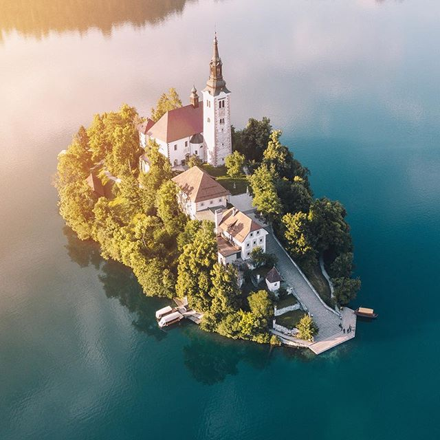Had to post another shot of Lake Bled because it's just too beautiful to not. Shoutout to the best tour guides in Slovenia @adventureslovenia for the most epic week of adventure.  Great times with @rossborden @spoart