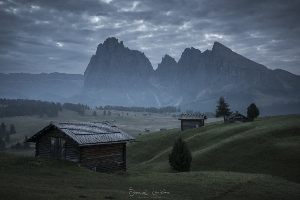 A foggy sunrise at Alpi di Siusi.