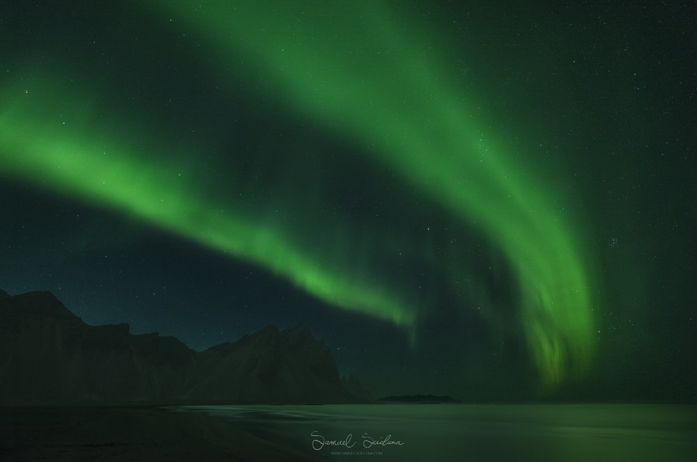 An insane KP6 display of Aurora at Stokksness in Iceland.