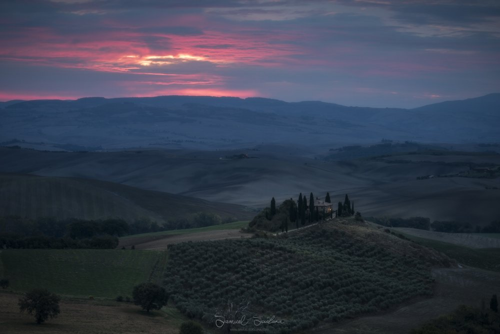 This is one of the most famous farmhouses in Val D'Orcia, we will be visiting this location for a sunrise shoot.