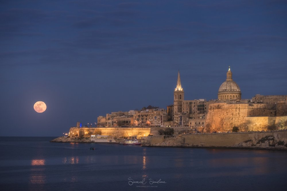 The Result - A Super Blue Blood moon rising behind the Valletta skyline on 31st January 2018!