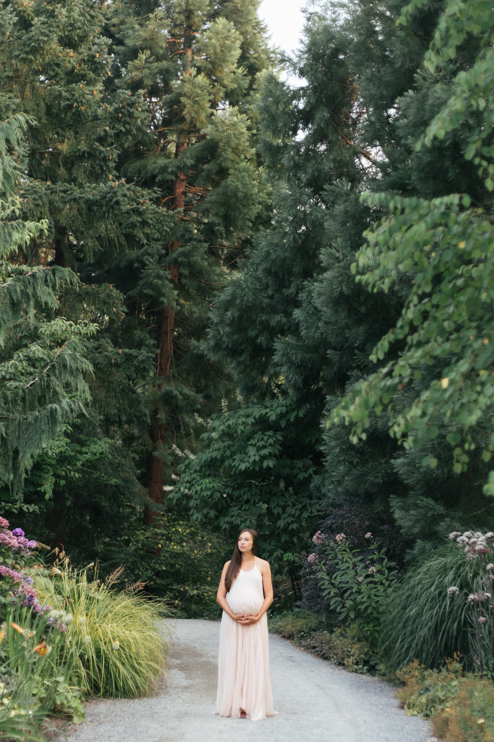 Seattle outdoor natural light maternity photos in Bellevue Botanical Gardens-20.jpg