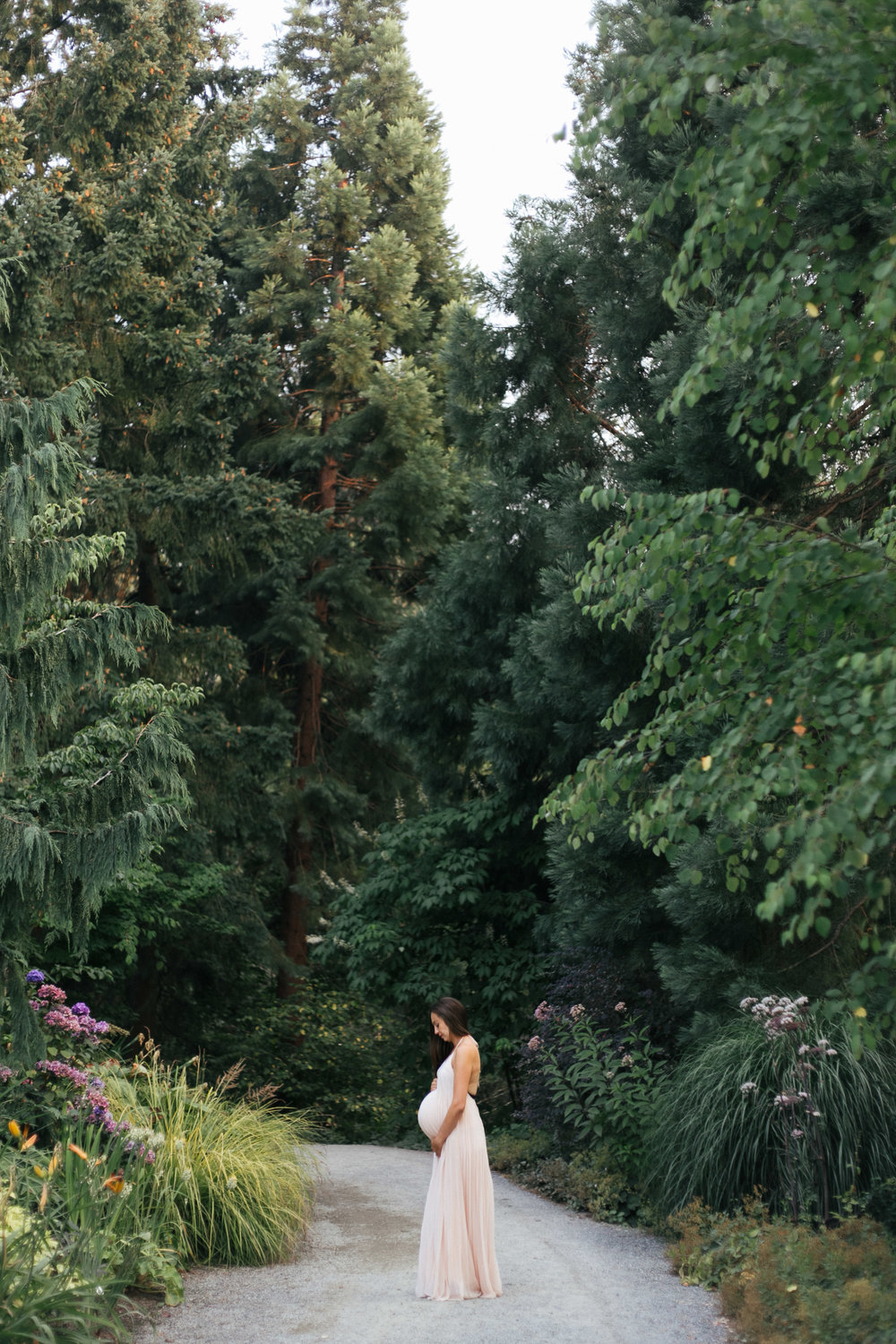 Seattle outdoor natural light maternity photos in Bellevue Botanical Gardens-22.jpg
