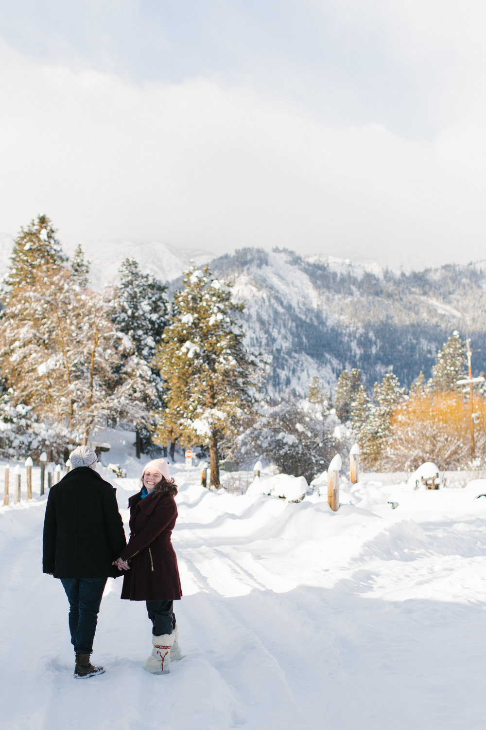 snow couple leavenworth phtos chelsea macor photography-1.jpg