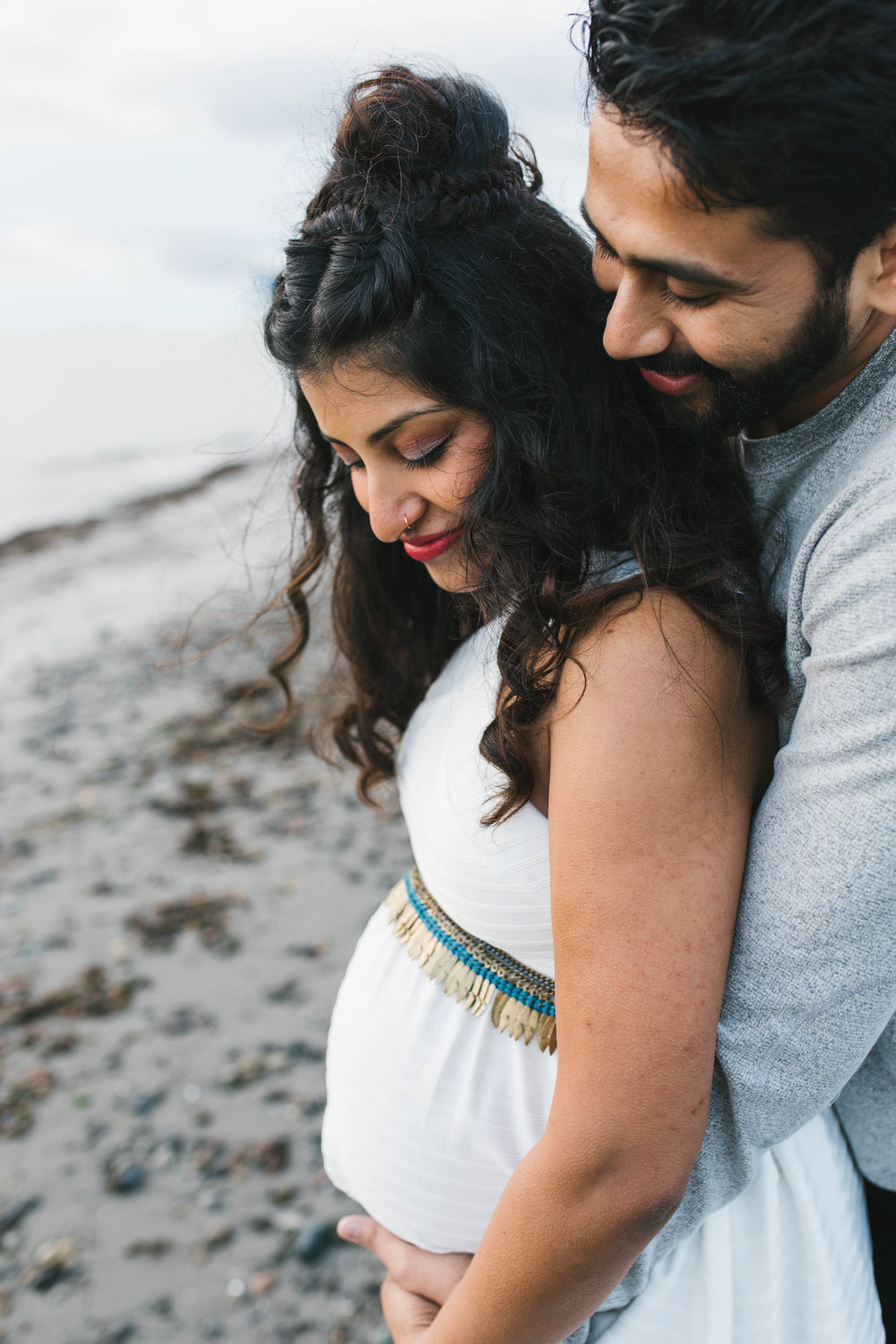 A moody natural light maternity session at Discovery Park in Seattle by Chelsea Macor Photography-12.jpg