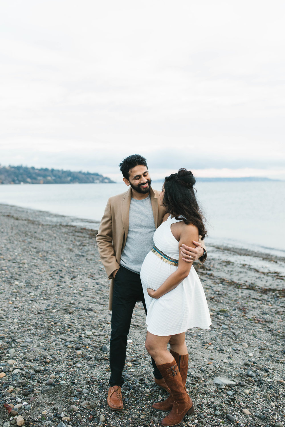 A moody natural light maternity session at Discovery Park in Seattle by Chelsea Macor Photography-13.jpg