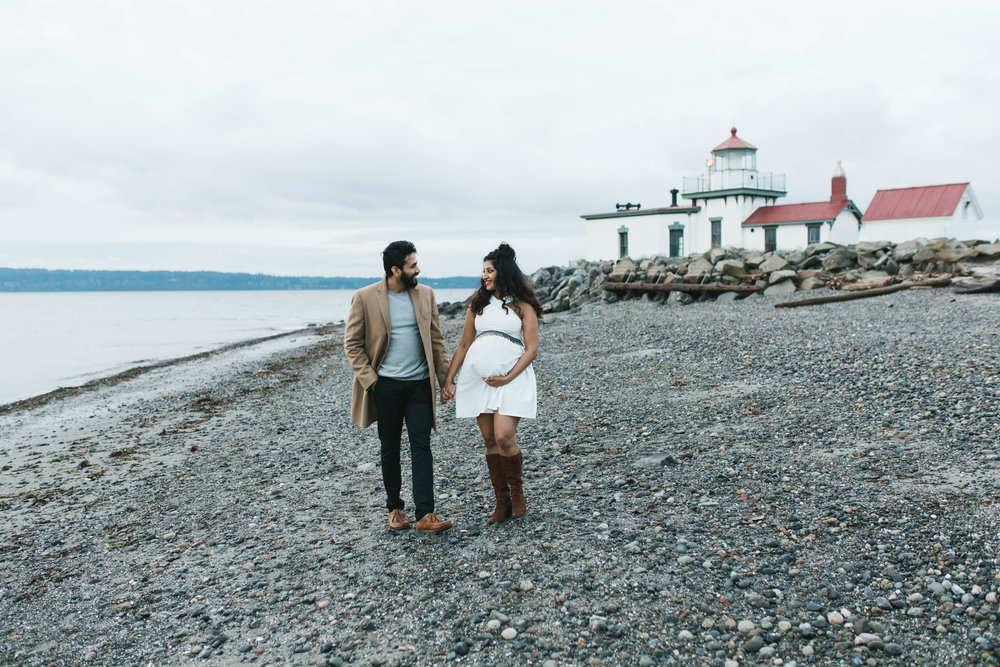 A moody natural light maternity session at Discovery Park in Seattle by Chelsea Macor Photography-16.jpg