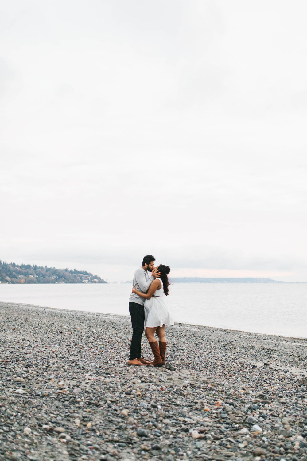 A moody natural light maternity session at Discovery Park in Seattle by Chelsea Macor Photography-32.jpg
