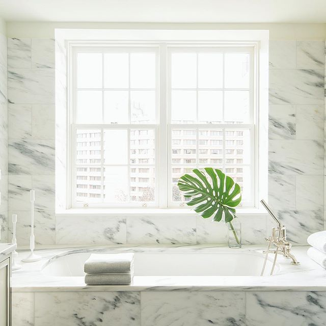 Sunday night soaks are irresistible in this marvelous marble bath 🛁