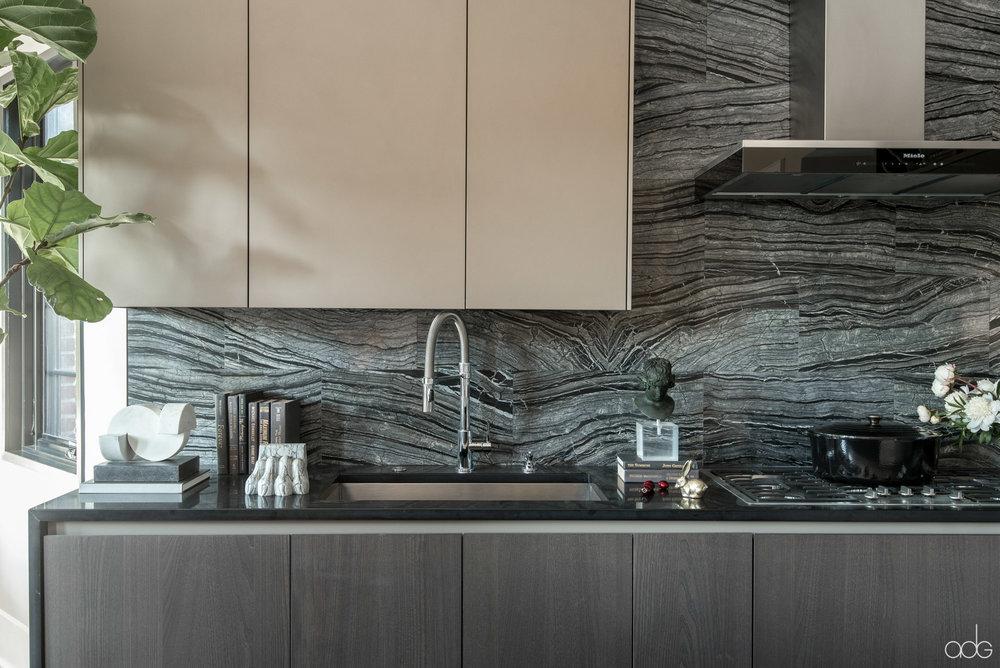 +akseizerdesigngroup_1310Q_Black-Kitchen-4.jpg