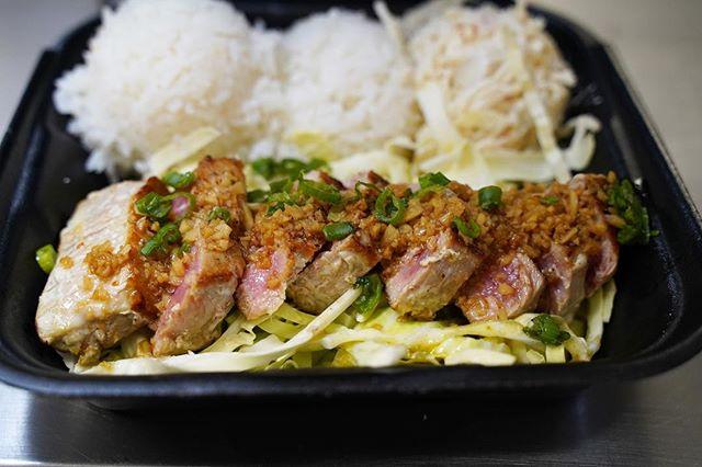 #GarlicAhi 🐟 - Seared just right and sautéed with that #GoodGood Garlic Butter sauce ⠀⠀⠀⠀⠀⠀⠀⠀ 😋 ⠀⠀⠀⠀⠀⠀⠀⠀ - #AhiSteak #AhiTuna #OnoGrindz #GarlicLovers #SanDiegoFoodies - #ISHbbq 🌴