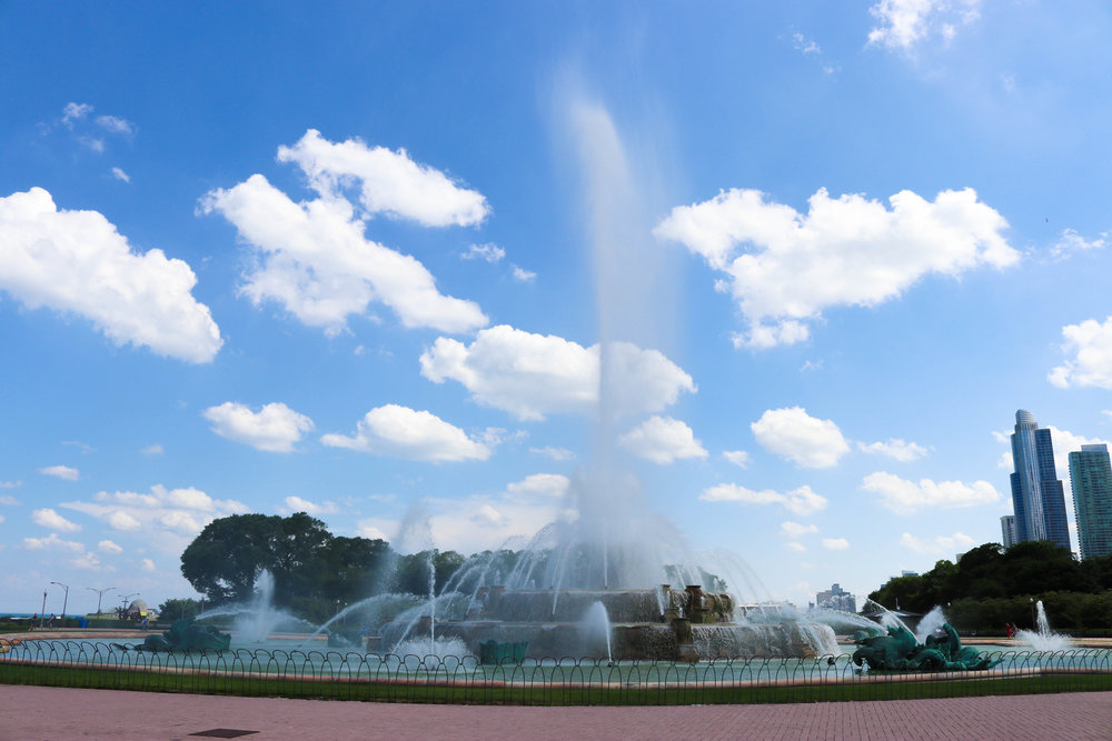 buckingham fountain.jpg
