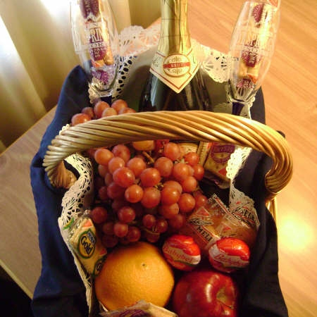 Romnatic Getaway welcome basket.jpg