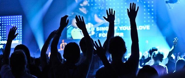The Tragedy of (Most) Modern Worship Music — Brett McCracken