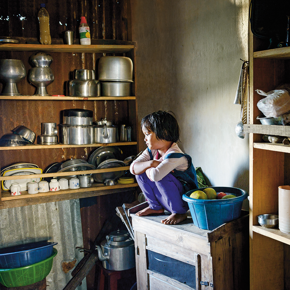 Karolin Klüppel,  Deng in her kitchen,  2014