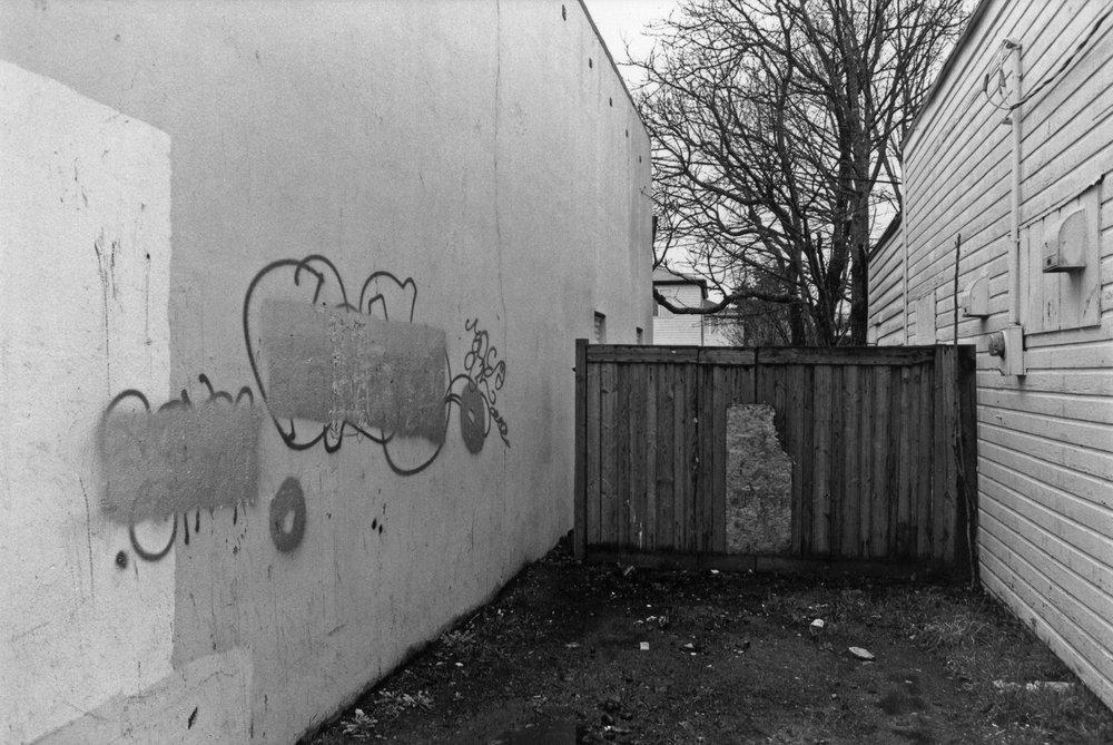 08_kendellen_2002_fence.jpg