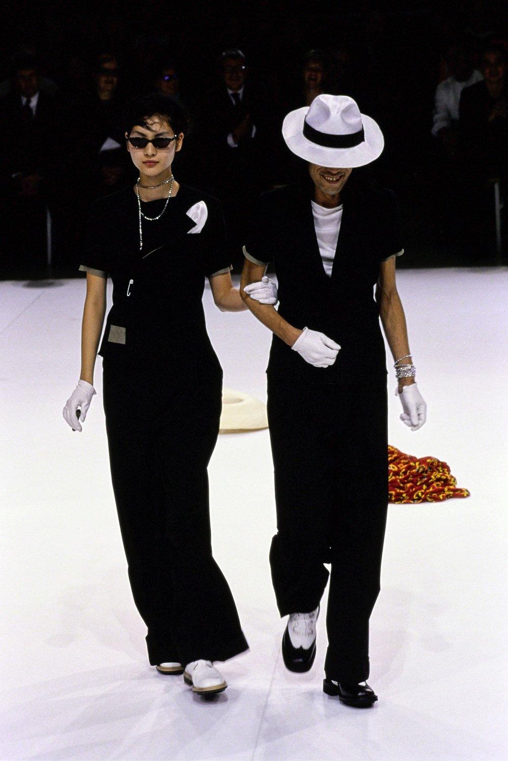 YOHJI-YAMAMOTO-SPRING-1999-RTW-16.jpg