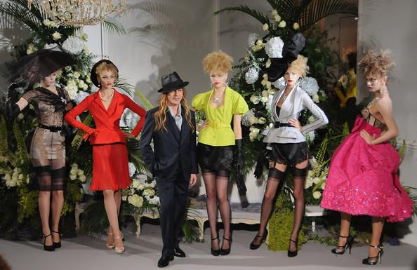 John+Galliano+Christian+Dior+Paris+Fashion+ilAlGG0xZmLl.jpg