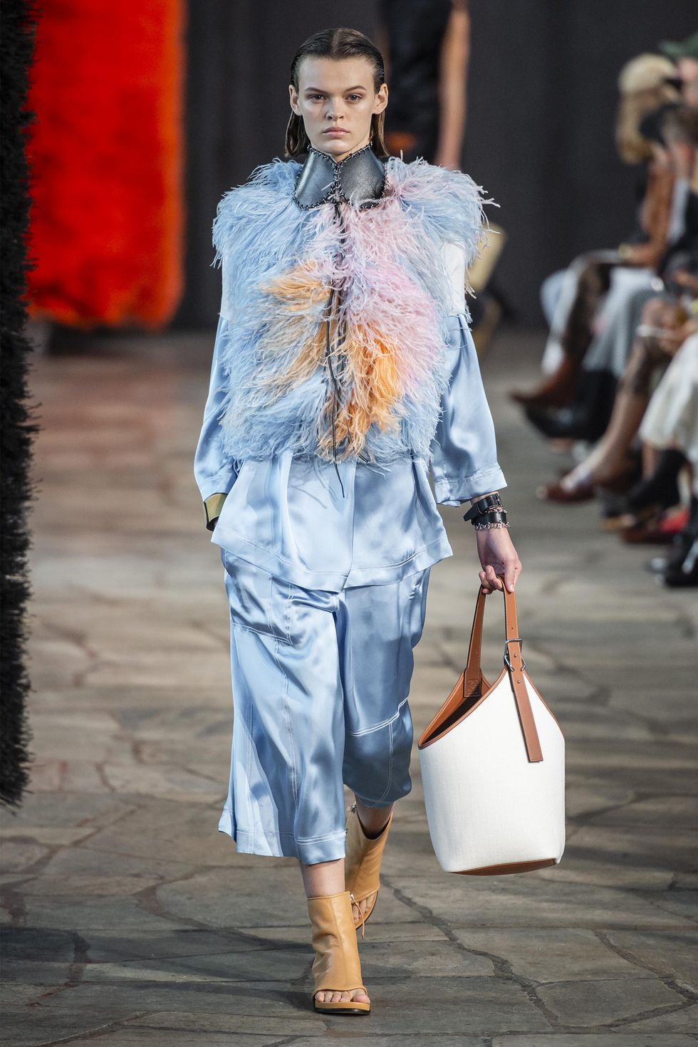hbz-ss2019-trends-birds-of-a-feather-03-loewe-rs19-0031-1539195458.jpg